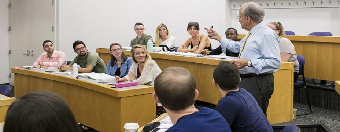 Professor Nolon lectures his class on Land Use Law